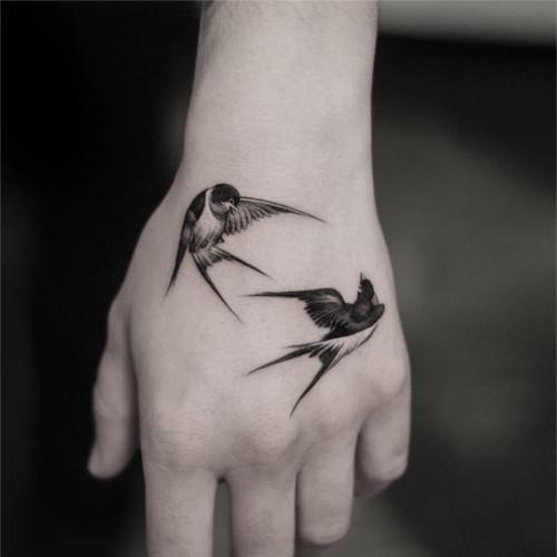Znaczenie Tatuażu Jaskółka Pomysł Na Tatuaż